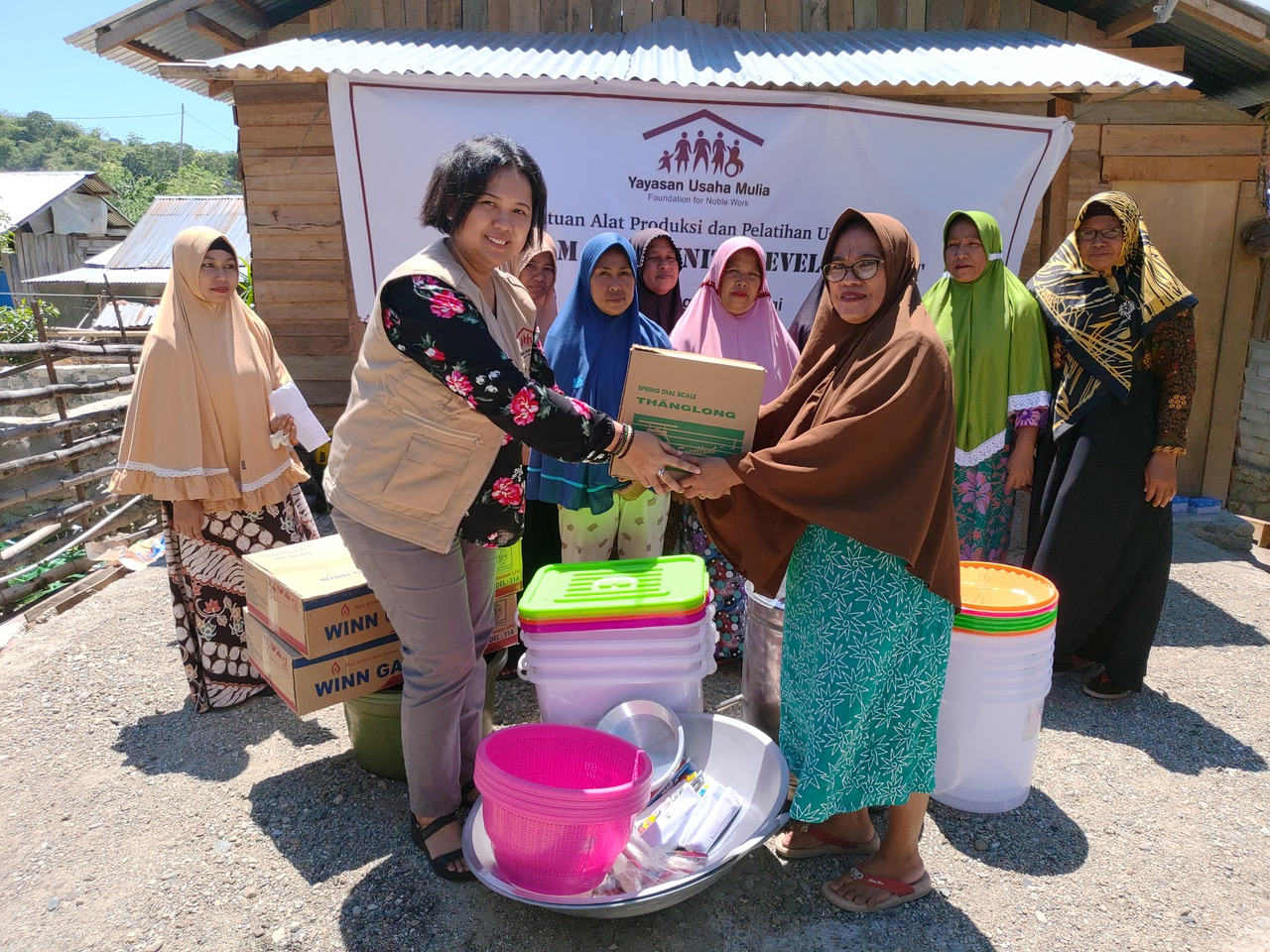YUM was given the opportunity to help activate the local economy that had temporarily stopped due to the disasters by empowering groups of women, most of them housewives, from five villages in Palu, Donggala and Sigi.